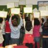 Las niñas y niños de La Molina nos muestran sus diplomas