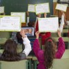 Los alumnos y alumnas del colegio Nueva Andalucía nos enseñan sus diplomas